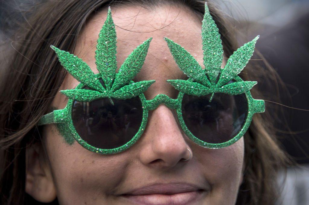 Очки с рисунком марихуаны конопля фото шишек